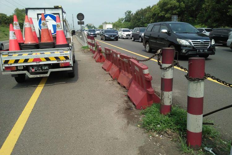 Kondisi arus lalu lintas (lalin) di Tol Jakarta-Cikampek.