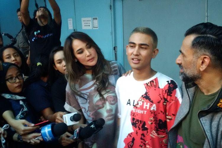 Jeremy Thomas dan Axel Matthew di Gedung Trans, Mampang Prapatan, Jakarta Selatan, Senin (20/11/2017)m