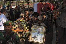 Istri Sempat Pingsan Saat Jenazah Sutopo Dibawa ke Pemakaman