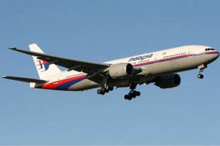 Pesawat Boeing 777-200 milik Malaysia Airlines. Saat ini, maskapai Malaysia Airlines memiliki 15 pesawat jenis tersebut.