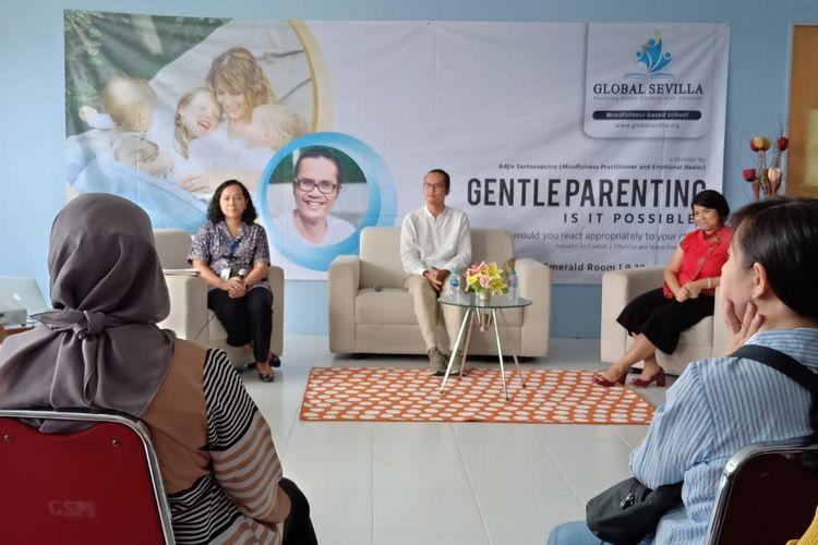 Adjie Santosoputro, Praktisi Mindfulness dalam Parenting Seminar yang digelar di Global Sevilla School, Kampus Puri Indah, Jakarta (8/10/2019).