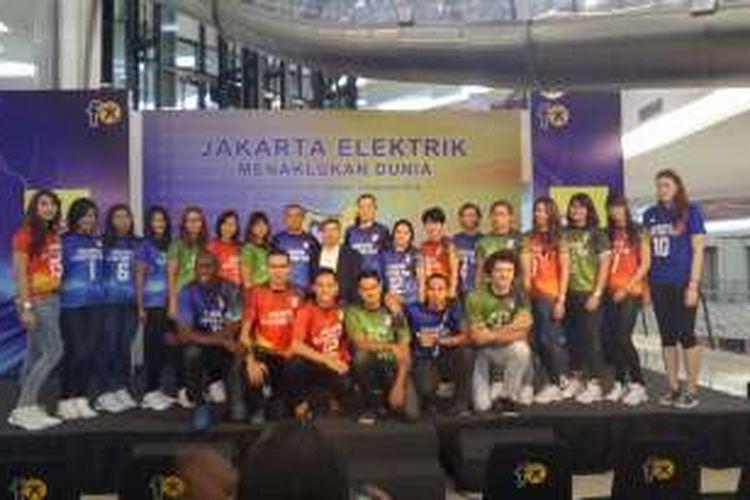 Para pemain Jakarta Elektrik PLN berpose pada acara peluncuran tim di fX Senayan, Jakarta, Rabu (3/2/2016).