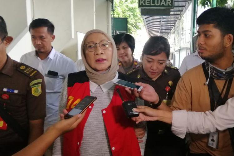Terdakwa kasus penyebaran berita bohong atau hoaks Ratna Sarumpaet tiba di Pengadilan Negeri Jakarta Selatan untuk menjalani sidang pemeriksaan saksi, Kamis (9/5/2019).