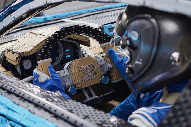Lego Bugatti Chiron dibangun dari Lego dengan mesin penggerak bertenaga 5 tk