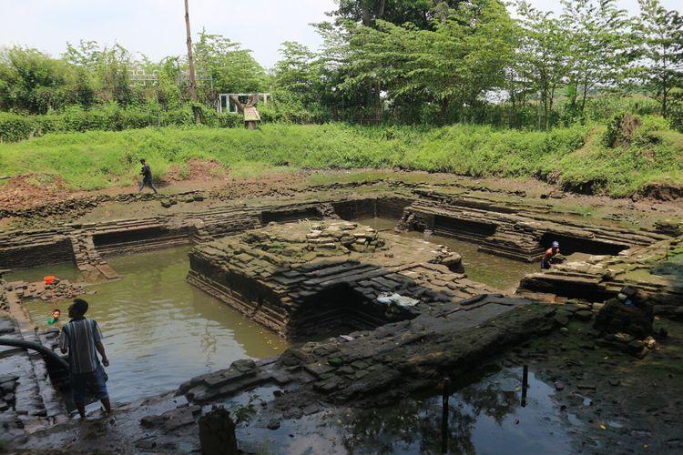 Penampakan petirtaan kuno di Sumberbeji, Desa Kesamben, Kabupaten Jombang, Jawa Timur, usai dinormalisasi menggunakan pompa, Sabtu (27/03/2021).