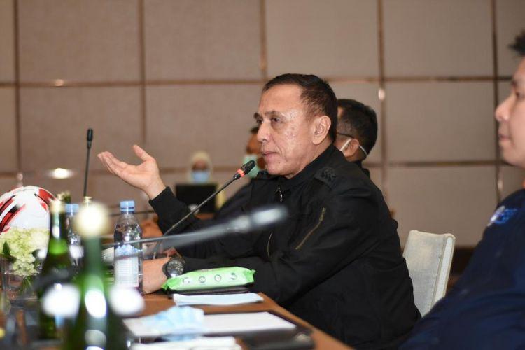 Ketua Umum PSSI, Mochamad Iriawan, saat memberi arahan di rapat luar biasa yang dihadiri pengurus PT LIB serta manajer tim Liga 1 dan Liga 2 di Hotel Fairmount, Senin 16 Maret 2020.