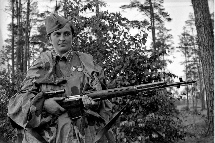 Lyudmila Pavlichenko, dianggap sebagai sniper perempuan paling mematikan dalam sejarah militer Uni Soviet.
