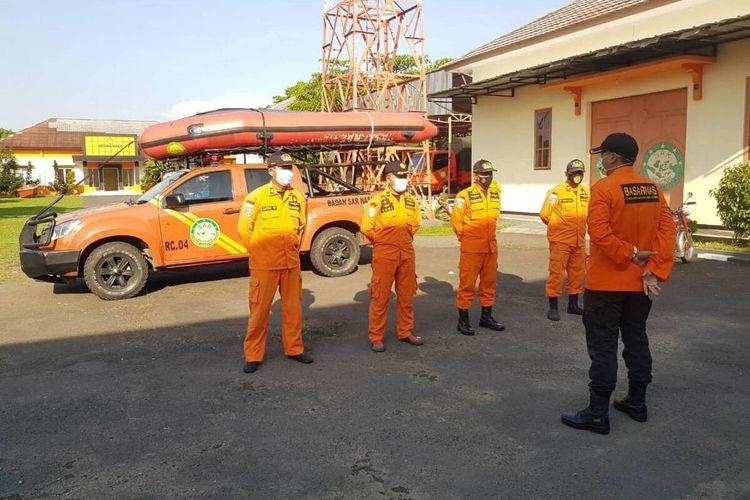 Tim rescue dari Pos SAR Cirebon diberangkatkan menuju Pantai Karangsong, Indramayu, Jawa Barat, Kamis (4/6/2020). Dok. Basarnas Jawa Barat/KOMPAS.com