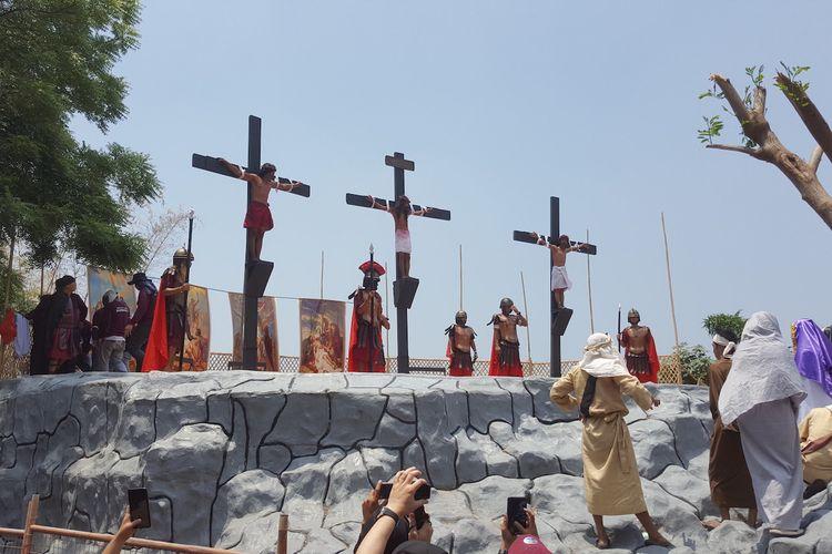Gereja Katolik di Filipina telah menyarankan agar tidak memeragakan kembali penyaliban Yesus Kristus. Namun demikian, tradisi ini tetap dijalankan.