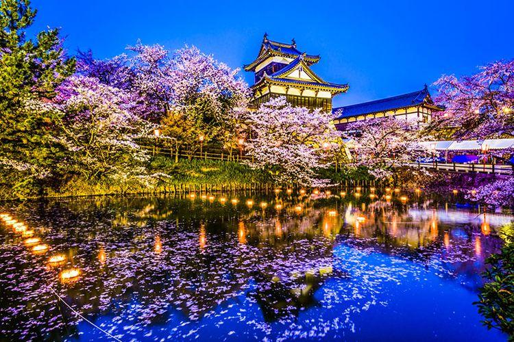 Kastil Koriyama di Nara ketika Musim Semi.