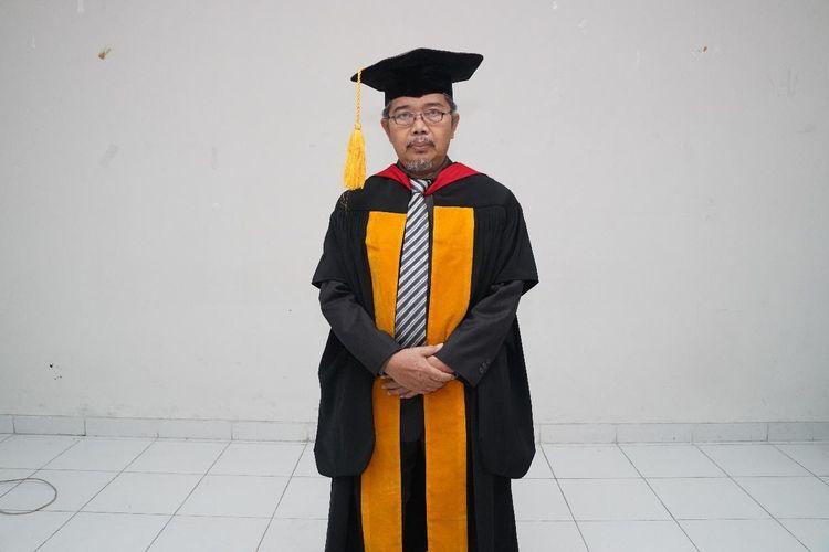 Guru Besar Bidang Ilmu Teknologi Telekomunikasi  Universitas Pendidikan Indonesia Prof. Dr. Enjang Akhmad Juanda, M.Pd., MT.