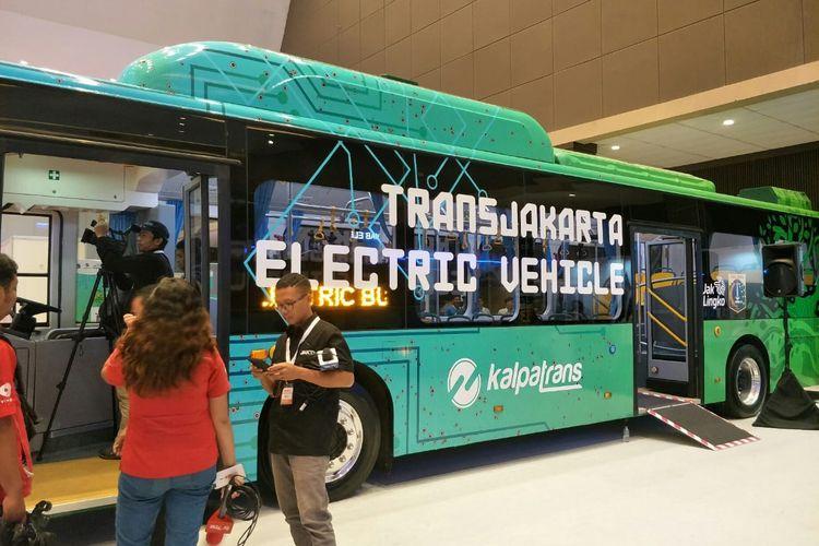 Bus listrik ramah lingkungan yang akan diuji coba PT Transjakarta. Foto diambil Kamis (21/3/2019)