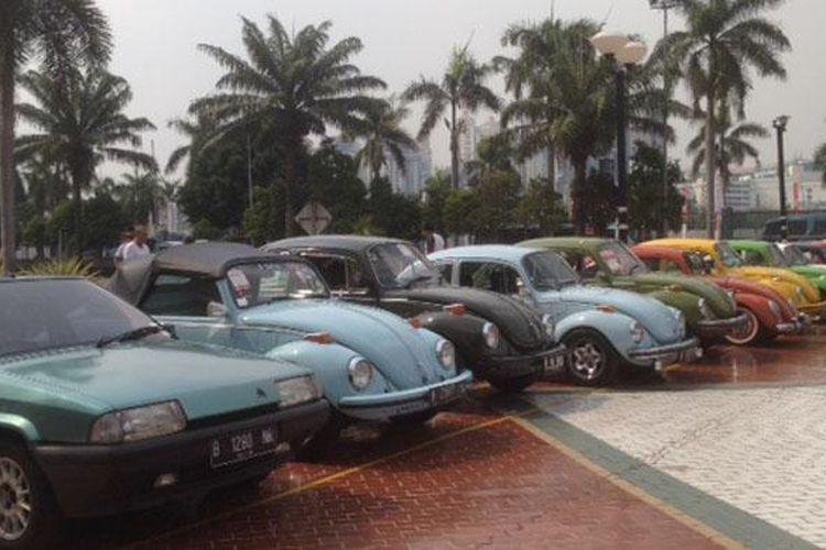 Puluhan mobil klasik memadati pelataran parkir JIExpo, Kemayoran, Jakarta Pusat.