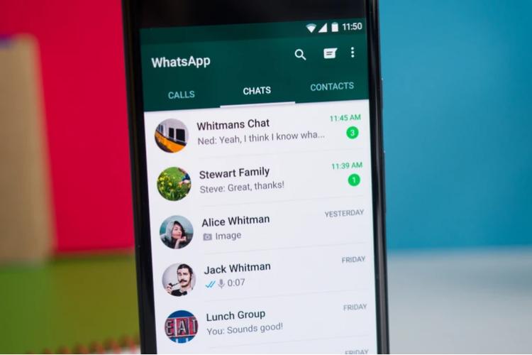 Ilustrasi chat WhatsApp.