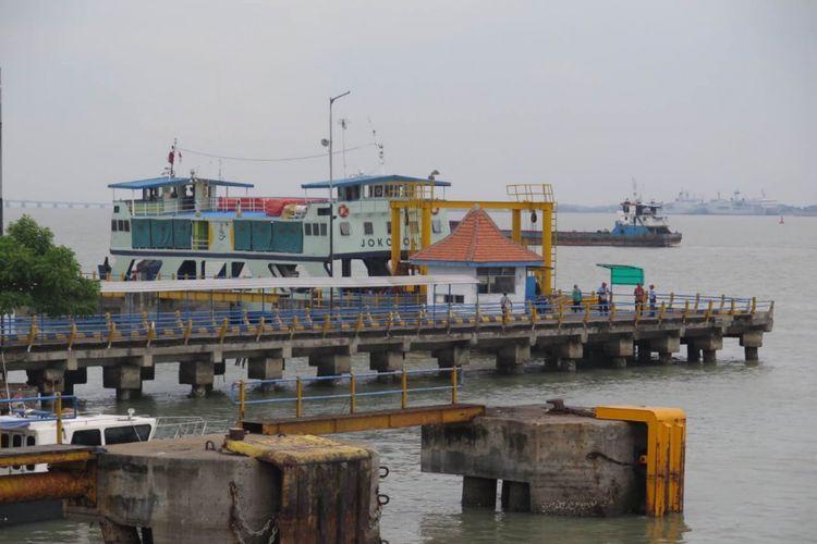 Rencana pembebasan biaya tol Suramadu membuat Pelabuhan Kamal tak jadi pilihan utama warga ketika menuju Surabaya.