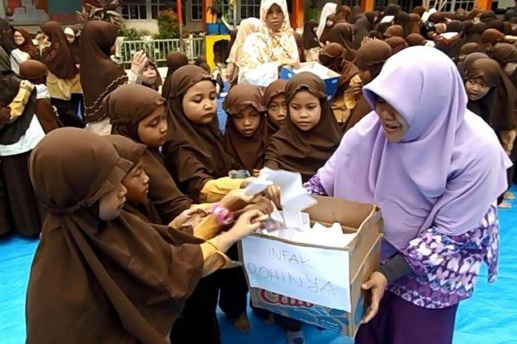 Ratusan murid Sekolah Dasar (SD) Islam Terpadu di Makassar melakukan aksi solidaritas kemanusiaan untuk suku Rohingya di Myanmar dengan penggalangan dana dan aksi telapak tangan cinta di atas kain sepanjang 10 meter.