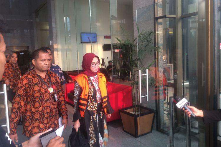 Mantan Wakil Ketua Komisi VII DPR RI  Eni Maulani Saragih usai diperiksa KPK di Gedung Merah Putih KPK, Jakarta, Rabu (12/9/3018).