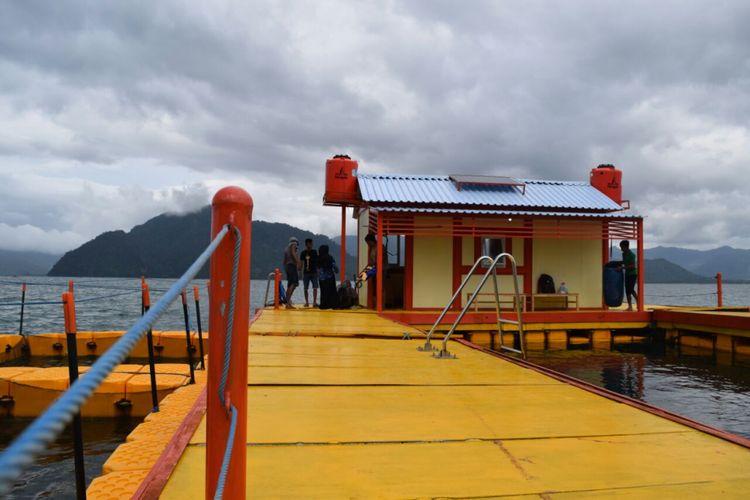 Rumah apung yang berada di perairan Pantai Prigi Kecamatan Watulimo, Kabupaten Trenggalek, Jawa timur.