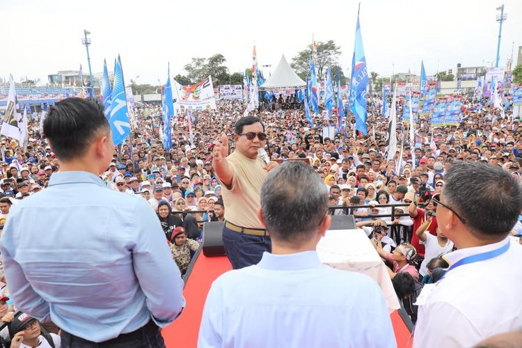 Calon presiden nomor urut 02 Prabowo Subianto sempat memperkenalkan para calon menteri yang akan duduk di kabinet pemerintahannya jika terpilih pada Pilpres 2019 mendatang.  Peristiwa itu terjadi saat Prabowo berkampanye di lapangan Sidolig, Bandung, Jawa Barat, Kamis (28/3/2019).
