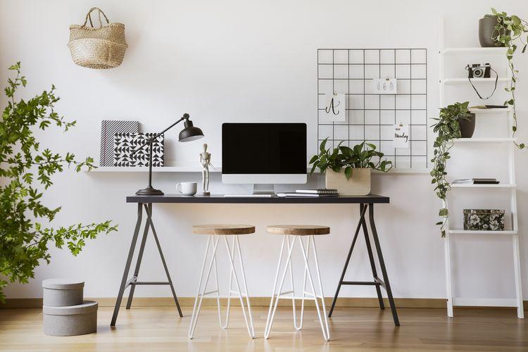 Siapkan satu area kerja khusus di rumah agar work from home bisa efektif,