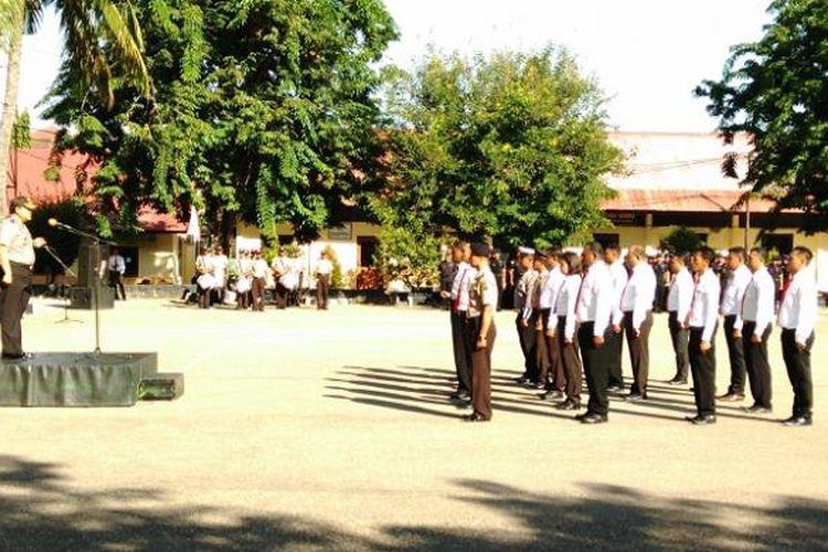 Sebanyak 20 anggota Polres Kupang Kota dan Polres Kupang mendapat penghargaan dari Kapolda NTT