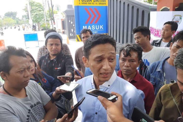 Iksan Aziz (38), member MeMiles asal Bekasi Jawa Barat di Mapolda Jatim, Selasa (14/1/2020).
