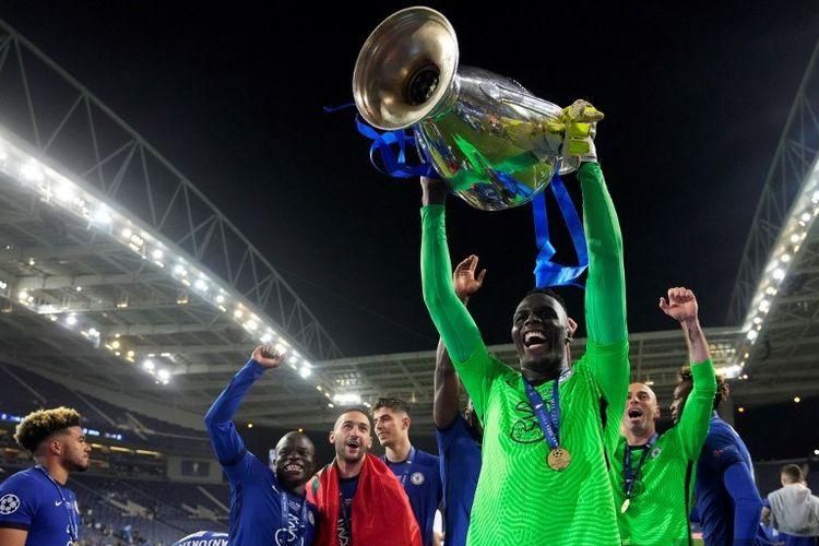 Dikutip dari situs Opta, penjaga gawang Chelsea Edouard Mendy kini berstatus sebagai kiper debutan kompetisi dengan catatan tanpa kebobolan terbaik dalam sejarah Liga Champions.
