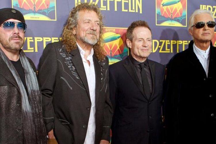 Para personel Led Zeppelin, (dari kiri) Jason Bonham (putra mendiang drummer John Bonham), vokalis Robert Plant, bassist John Paul Jones, dan gitaris Jimmy Page, menghadiri Led Zeppelin: Celebration Day di New York, pada 9 Oktober 2012.