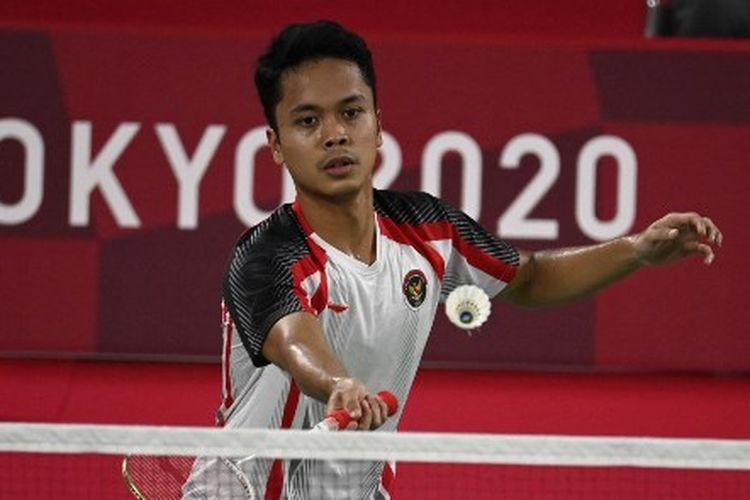 Tunggal putra Indonesia, Anthony Sinisuka Ginting, ketika menghadapi atlet asal Rusia, Sergey Sirant, pada laga terakhir Grup J Olimpiade Tokyo 2020 di Musashino Forest Sports Plaza, Rabu (28/7/2021) sore WIB.