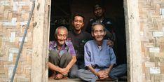 Hidup di Gubuk Tengah Kebun, Kakek Ini Dapat Bantuan dari Dompet Duafa