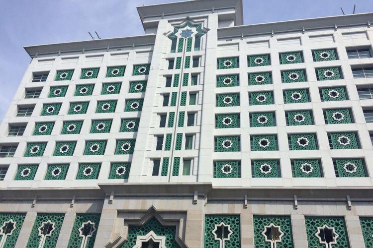 Gedung hotel berkonsep syariah di Jakarta Islamic center telah dikonsep sejak 2005.. Bangunan tersebut berlantai 11 dan memiliki 153 kamar. Terdapat dua kolam renang yang berada di lantai 11, Jumat (10/11/2017)