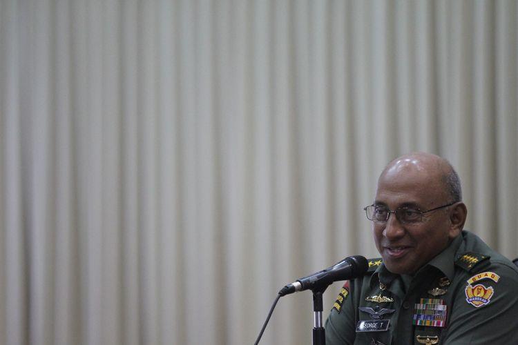 Jenderal TNI (Purn) George Toisutta saat menjabat sebagai Kepala Staff Angkatan Darat (KSAD).