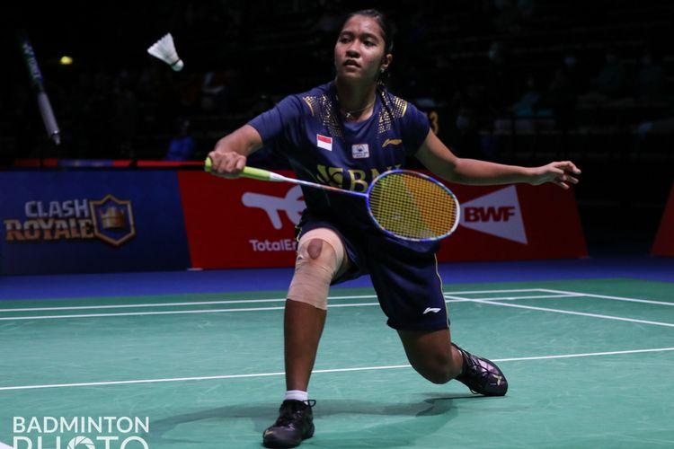 Tungal putri Indonesia, Ester Nurumi Tri Wardoyo, saat bertanding melawan Rachel Chan (Kanada) di Grup C Piala Sudirman 2021.