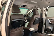 Seperti Pesawat, Pasang Meja Lipat di Jok Mobil