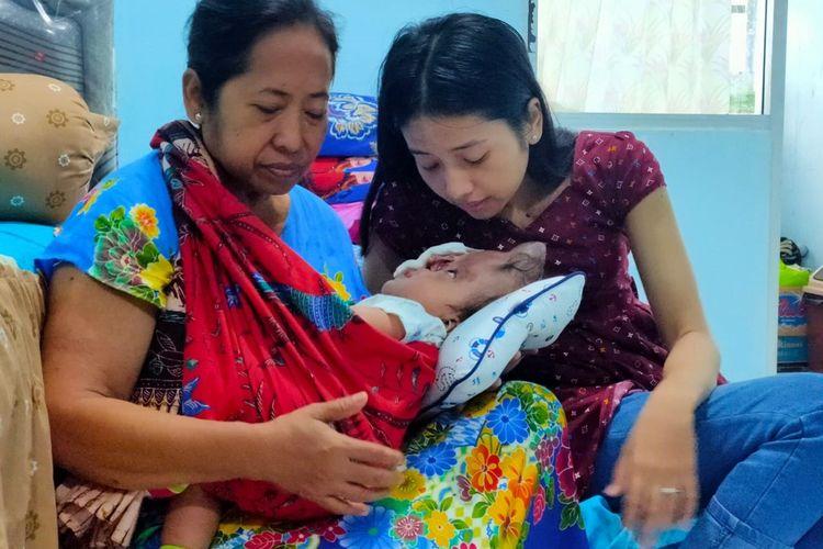 Pandu bersama ibu dan neneknya tinggal di Rusun Gunungsari Surabaya, Jumat (6/12/2019).