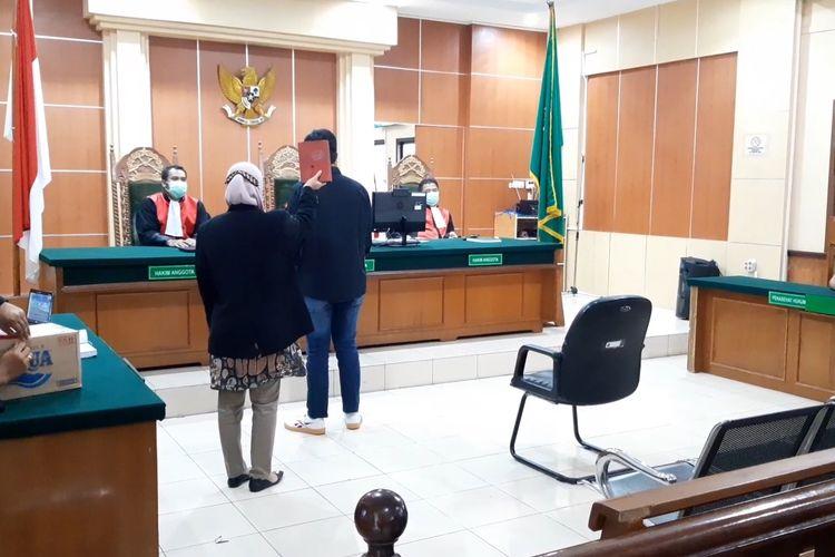 Saksi kasus pembajakan film keluarga cemara disumpah sebelum memberi keterangan di Pengadilan Negeri Jambi, pada Kamis (28/1/2021).