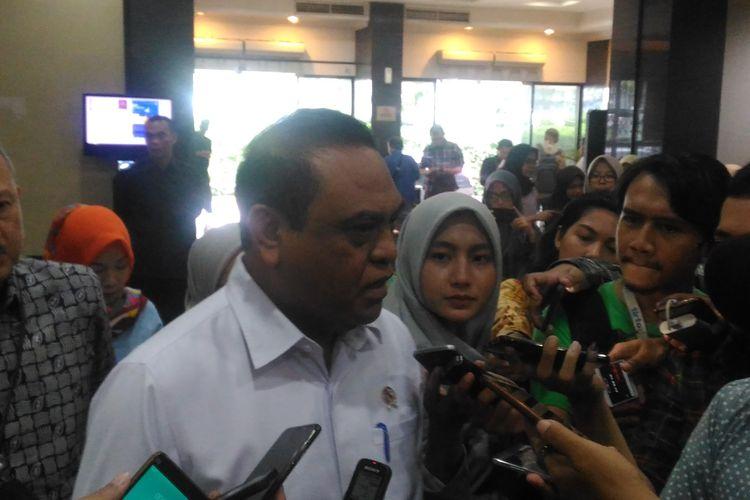 Menteri Pendayagunaan Aparatur Negara dan Reformasi Birokrasi (Menpan RB) Syafrudin di kantornya, Jakarta Selatan, Kamis (18/4/2019).