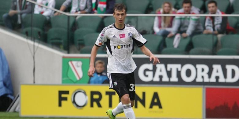 Gelandang muda Legia Warsawa, Krystian Bielik.