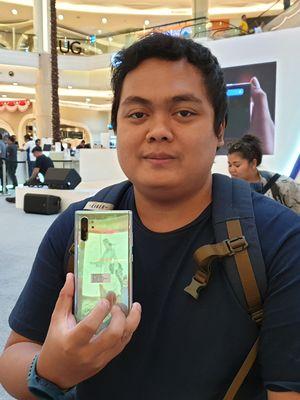 Andrian, salah satu pembeli Galaxy Note 10 Plus yang rela mengantre berjam-jam untuk mendapatkan perangkat tersebut.