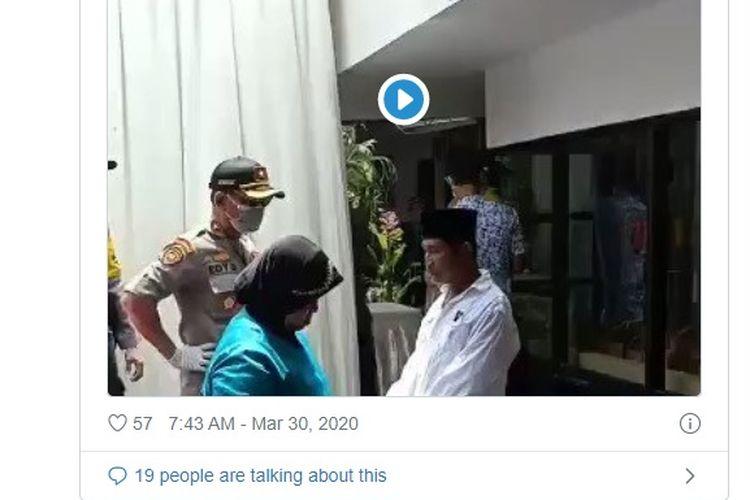 Sebuah video viral di media sosial memperlihatkan seorang polisi marah-marah terhadap seorang pria. Dari penelusuran, ternyata polisi dalam video itu merupakan Kapolsek Kaliwates Kompol Edy Sudarto. Edy memarahi penyelenggara arisan guru Madrasah Ibtidaiyah di Jalan Melati, Kelurahan Jember Kidul.