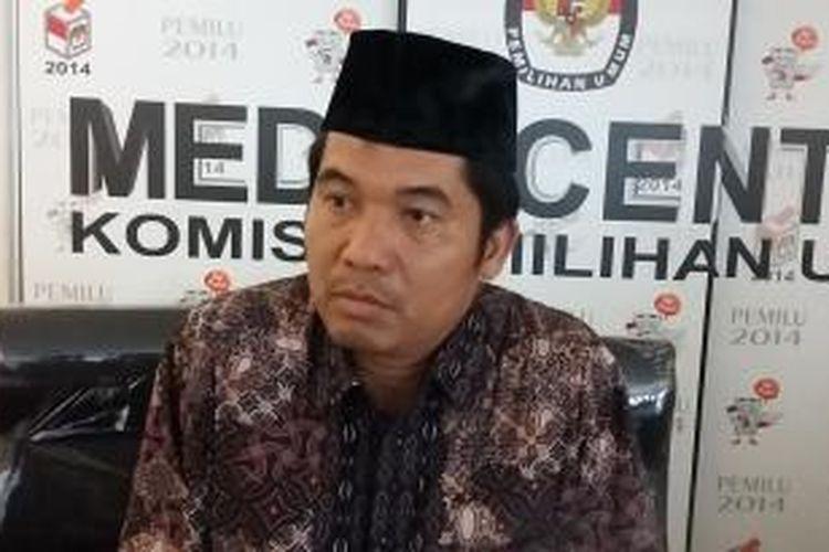 Direktur Eksekutif Lingkar Madani Indonesia, Ray Rangkuti, saat ditemui di Media Center KPU, Jakarta Pusat, Rabu (24/6/2015).