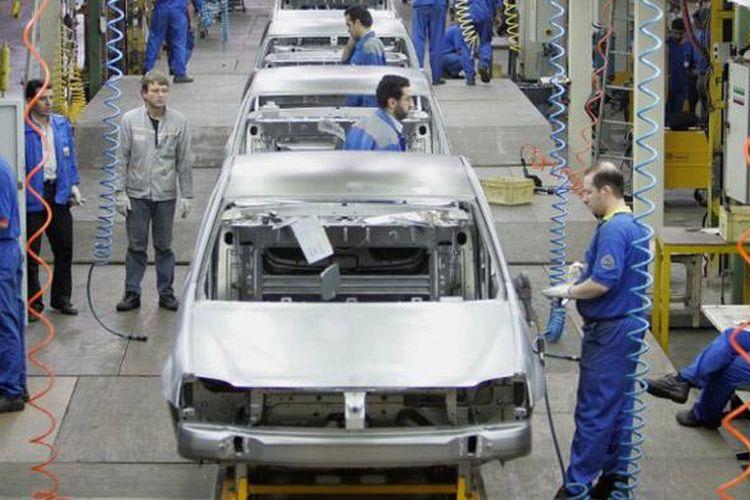 Pabrik perakitan milik Renault di Iran. Harus tutup sementara menyusul embargo ekonomi dan perdagangan.