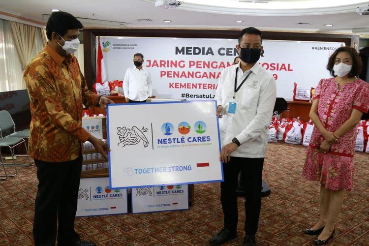 Nestle Indonesia dukung Kementerian Sosial untuk membantu masyarakat terdampak Covid-19.