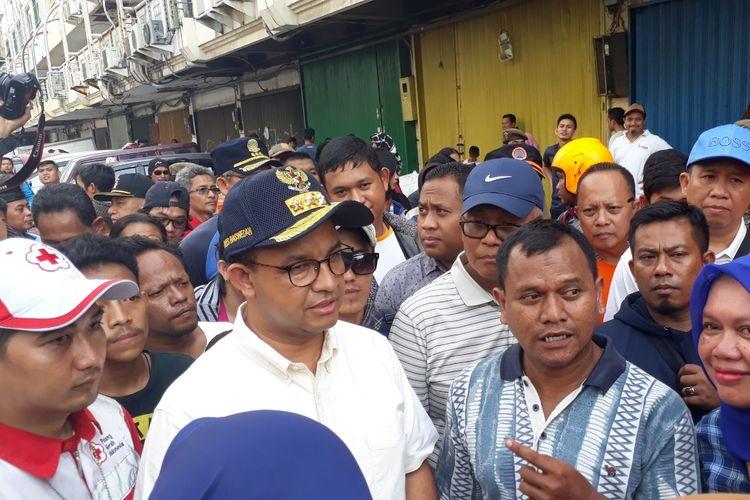 Gubernur DKI Jakarta Anies Baswedan saat meninjau lokasi kebakaran di RT 011, RW 005, Kelurahan Ancol, Kecamatan Pademangan, Jakarta Utara, Minggu (12/5/2019).
