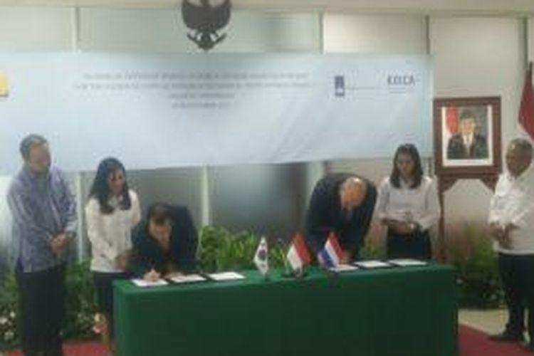 Penandatanganan LOI antara Pemerintah Belanda dengan KOICA dalam rangka bantuan studi untuk program NCICD, di Kementerian Pekerjaan Umum dan Perumahan Rakyat, Jakarta, Rabu (3/9/2015).