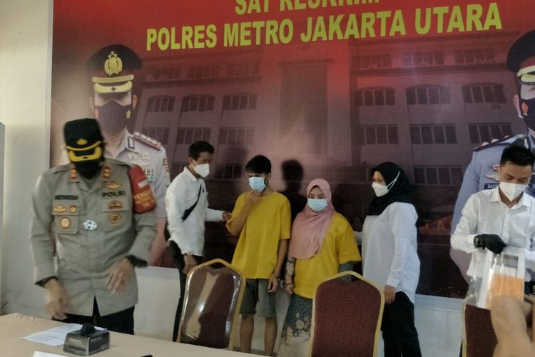 Polres Metro Jakarta Utara mengungkap penangkapan pelaku kasus malapraktik filler payudara model Monica Indah, Jumat (26/3/2021).