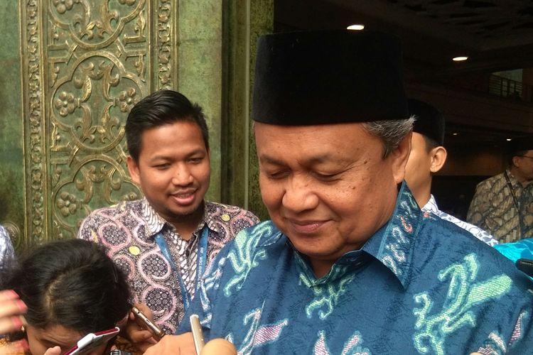 Gubernur BI Perry Warjiyo update perkembangan moneter terkini di Kompleks BI, Jakarta, Jumat (22/11/2019)