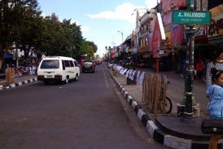 Suasana Jalan Malioboro, Yogyakarta, tampak lengang di hari pertama Lebaran, Senin (28/7/2014).