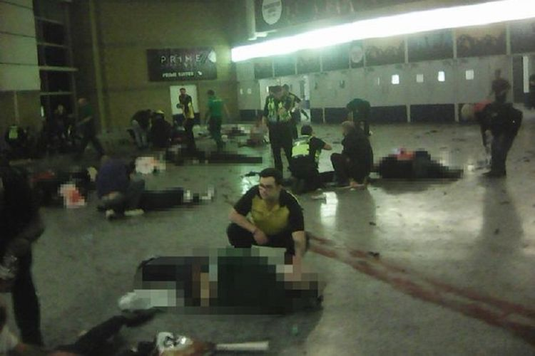 Mayat dan potongan tubuh korban tewas berserakan akibat ledakan bom bunuh diri di Manchester Arena, Inggris, Senin (22/5/2017) malam atau Selasa (23/5/2017) WIB. Sebanyak 22 orang tewas dalam serangan itu.
