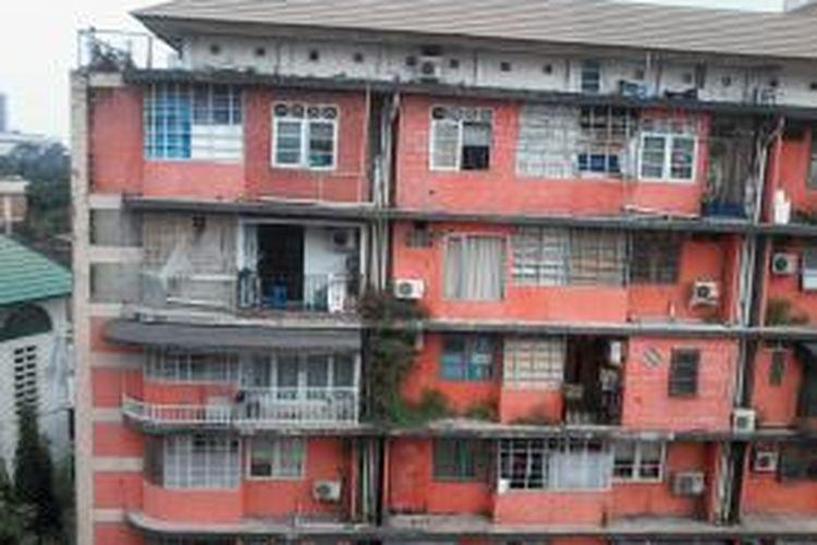 Air bersih di Blok 1 dan Blok 6 Rusun Petamburan, Tanah Abang, Jakarta Pusat, sudah mengalir pada Rabu (7/8/2013) siang. Pasokan air bersih di sejumlah wilayah Jakarta sempat terganggu setelah panel pompa air di Cawang, Jakarta Timur, terbakar pada Sabtu (3/8/2013).
